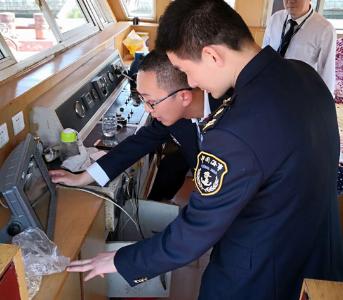 市地方海事部门联合水上公安分局开展在航船舶专项检查